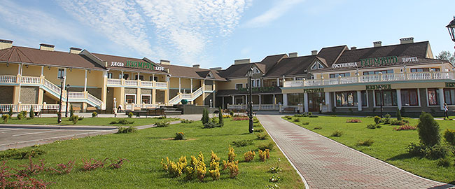 Shopping and hotel complex Izumrud